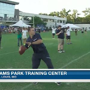 Kurt Warner having some fun at St. Louis Rams' training camp