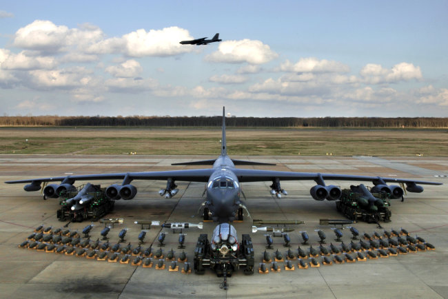 B 52H_static_display_arms_06