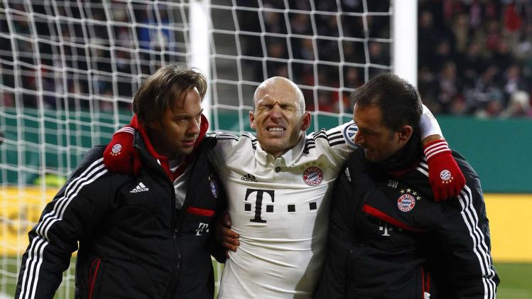 Bayern Munich's Robben leaves injured the pitch during third round German soccer cup (DFB-Pokal) match against Augsburg in Augsburg