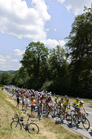 Modolo wins Tour de Suisse 5th stage after crash