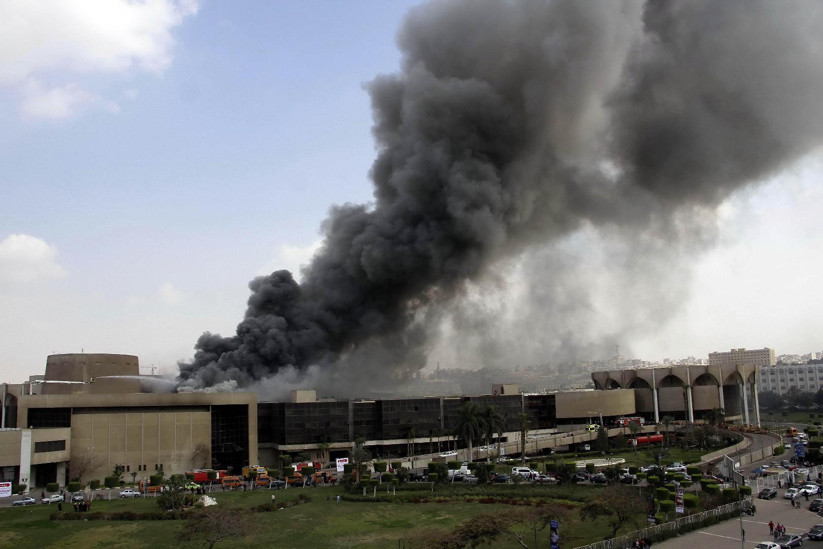 Massive fire at Cairo convention center leaves 19 injured