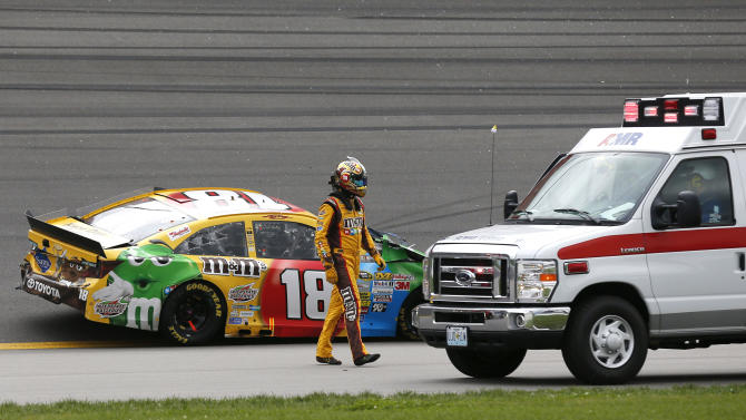 Harvick wins wreck-filled race at Kansas Speedway