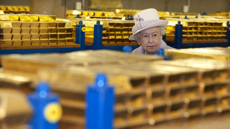Financial crisis explained to Queen Elizabeth II