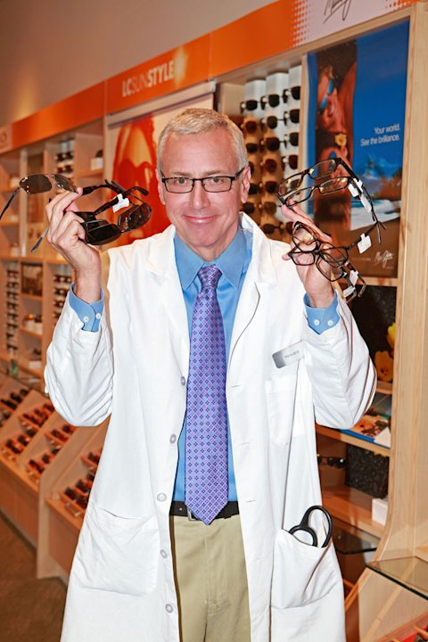 "Dr. Drew Pinskey works at a Lens Crafters on ""I Get That A Lot."""