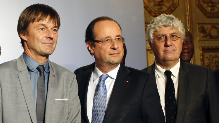 French President Francois Hollande and French environmental activist Nicolas Hulot pose for a family picture during a meeting with African heads of states against trafficking and poaching of endangered species in Africa