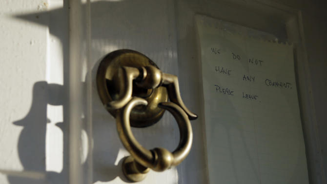 "A note is shown on the door to the home of Johann ""Hans"" Breyer, Monday, Sept. 24, 2012, in Philadelphia. Breyer is the target of a new German investigation on allegations he served as an SS guard at the Nazis' Auschwitz death camp, The Associated Press has learned, in a case that comes after years of unsuccessful U.S. Department of Justice attempts to have him stripped of his American citizenship and deported. (AP Photo/Matt Slocum)"