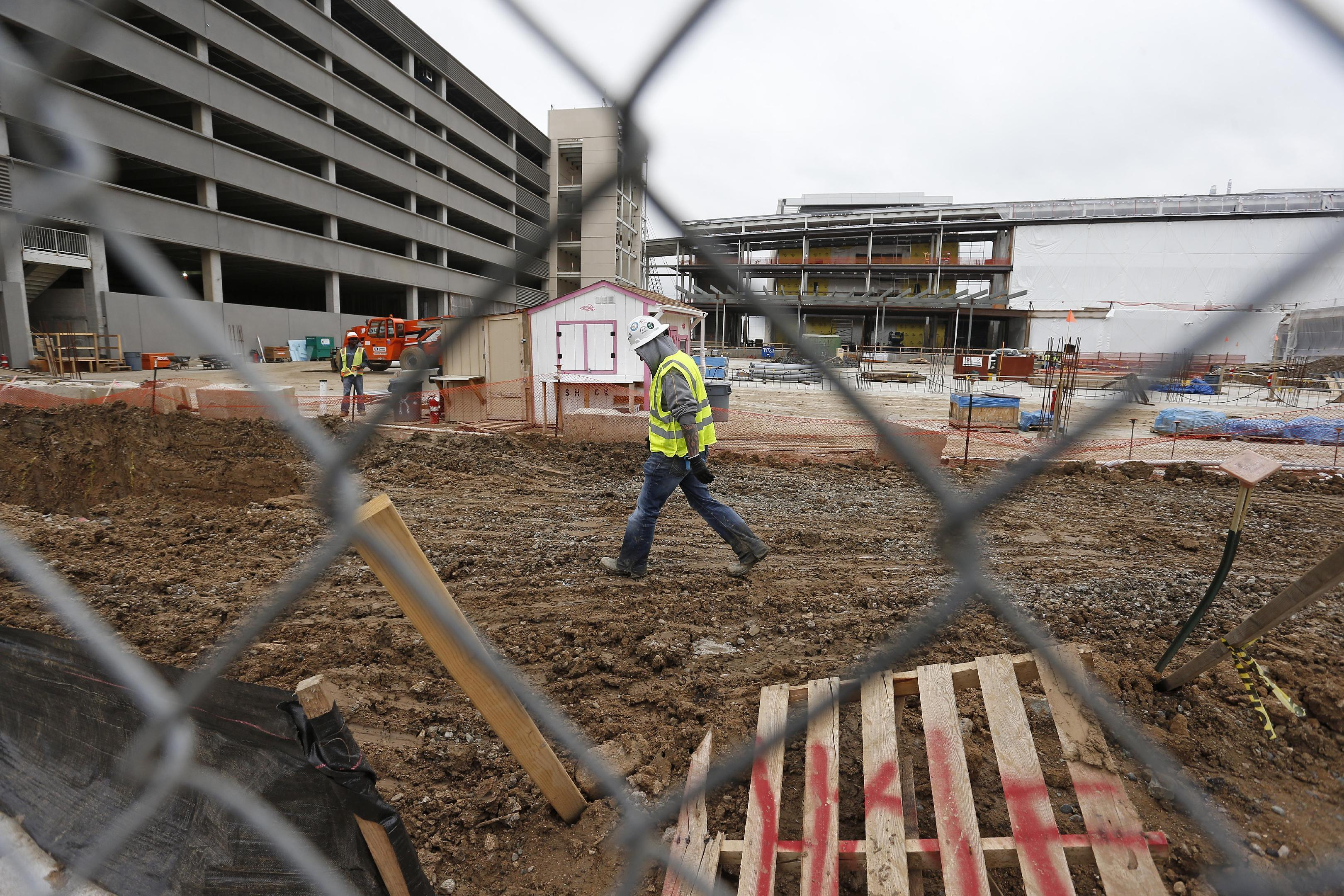 VA averts construction shutdown at troubled Denver hospital