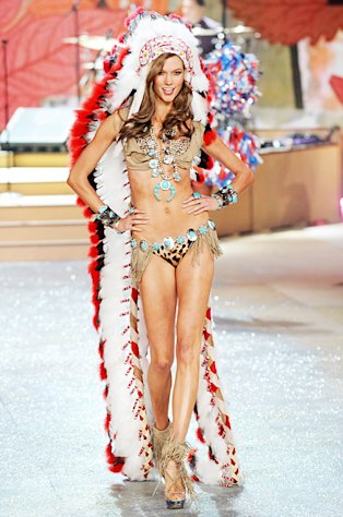 Victoria's Secret, Karlie Kloss Apologize for Controversial Native American Costume