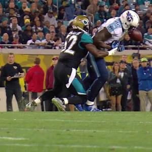 Tennessee Titans tight end Delanie Walker's bobbling catch