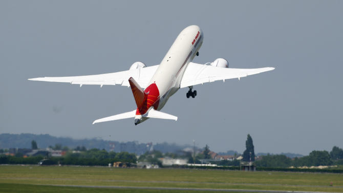 Boeing nets orders for 102 stretch 787s