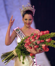 In this photo taken on Sept. 9, 2000, Eva Ekvall reacts after winning the Miss Venezuela 2000 beauty pageant in Caracas, Venezuela. Ekvall, whose struggle with breast cancer was closely followed by Venezuelans, has died at age 28. Her family said Ekvall died Saturday Dec. 17 at a hospital in Houston. Ekvall was crowned Miss Venezuela in 2000, and the following year she was third runner-up in the Miss Universe pageant in Puerto Rico. She went on to work as a model, actress and television news anchor. (AP Photo/Fernando Llano)