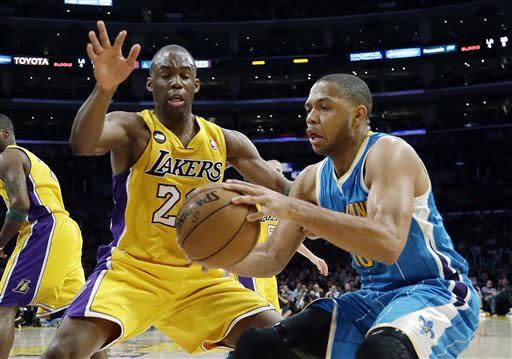 Lakers beat Hornets 104-96 to stay in hunt
