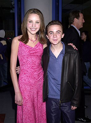 Amanda Bynes and Frankie Muniz at the Hollywood premiere of Josie and the Pussycats
