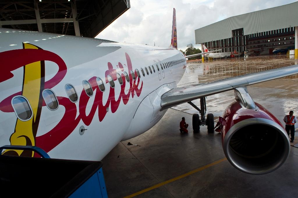 Indonesian plane in emergency landing after bomb threat: official
