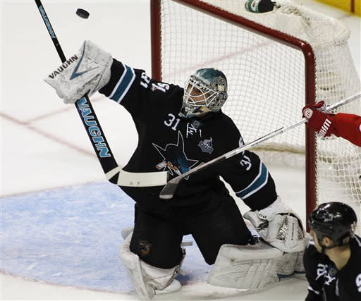 Niemi leads Sharks to 2-0 win over Red Wings