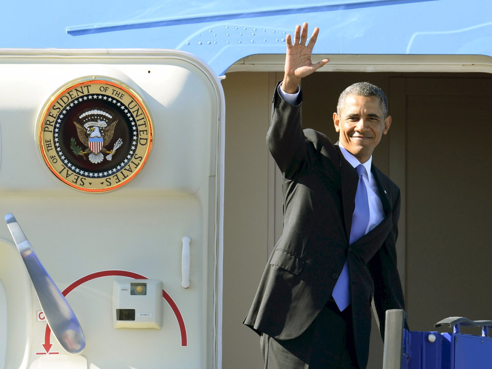 U.S. President Barack Obama waves from Air Force One during his departure at Stockholm-Arlanda International Airport, Thursday, Sept. 5, 2013, in Stockholm, Sweden. Obama is traveling to St. Petersburg, Russia, to meet with foreign leaders at the G20 economic summit. (AP Photo/Claudio Bresciani) SWEDEN OUT