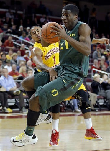 No. 21 Oregon beats Southern Cal 76-74
