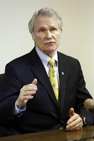In this file photo from Tuesday, Jan. 15, 2013, Oregon Gov. John Kitzhaber speaks during a meeting with Oregon newspaper publishers and editors in Salem, Ore. With his health care reforms starting to roll out in much of Oregon, Kitzhaber is turning his attention beyond the borders with a pitch to other governors in a private session in Washington this weekend. Kitzhaber said he's hoping to get three or four governors from each party on board with his push to change the way doctors are paid and patients are treated.  (AP Photo/Don Ryan)