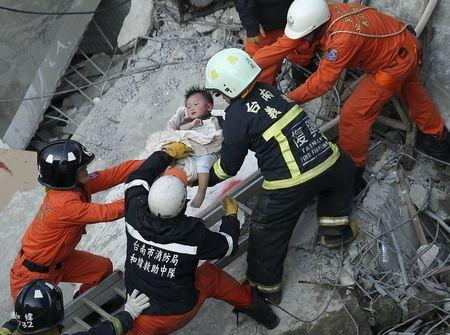 More than 130 people still trapped in quake-hit Taiwan tower