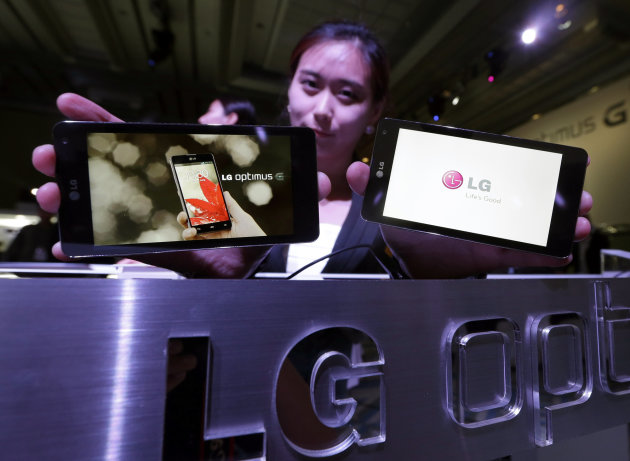 Models pose with LG Electronics&#39; new smartphone the Optimus G during its unveiling ceremony in Seoul, South Korea, Tuesday, Sept. 18, 2012. LG Electronics will launch the Optimus G smartphone next week in South Korea, pinning hope on the new Android device to help revive its loss-making mobile business. (AP Photo/Lee Jin-man)