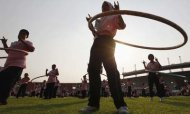 Thousands Spin To New Hula Hooping Record