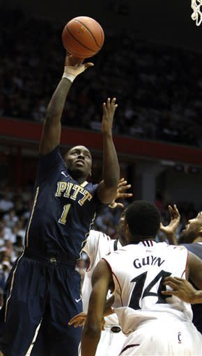 No. 23 Pitt rallies to beat No. 17 Cincy 62-52