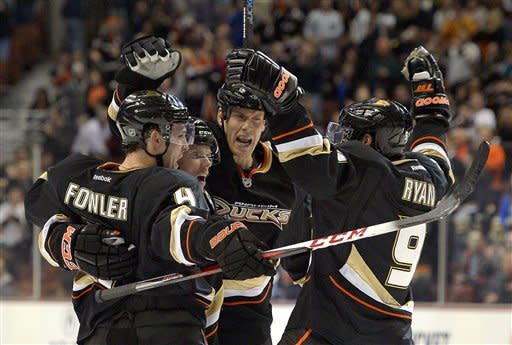 Viktor Fasth wins NHL debut, Ducks beat Preds 3-2