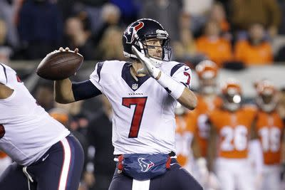 Fantasy football waiver wire: 5 quarterbacks to target for Week 12