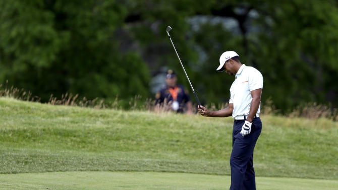 Tiger Woods reacts to a shot on the fifth hole during the third round of the U.S. Open golf tournament at Merion Golf Club, Saturday, June 15, 2013, in Ardmore, Pa. (AP Photo/Darron Cummings)
