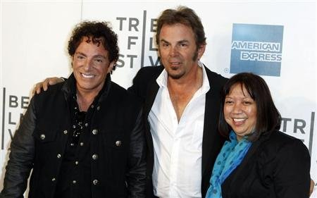 Neal Schon (L) and Jonathan Cain of the band Journey arrive with director Ramona Diaz for the premiere of &quot;Don&#39;t Stop Believin&#39;: Everyman&#39;s Journey&quot; during the 2012 Tribeca Film Festival in New York, April 19, 2012. REUTERS/Lucas Jackson