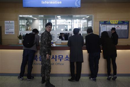 A South Korean soldier looks back as journalists talk with a officer at South Korea's CIQ (Customs, Immigration and Quarantine) office, just south of the demilitarised zone separating the two Koreas, in Paju, north of Seoul, April 3, 2013. REUTERS/Kim Hong-Ji