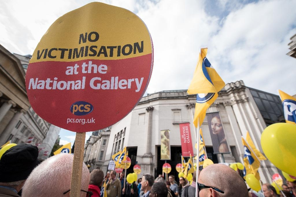 Staff ends strike at London's National Gallery
