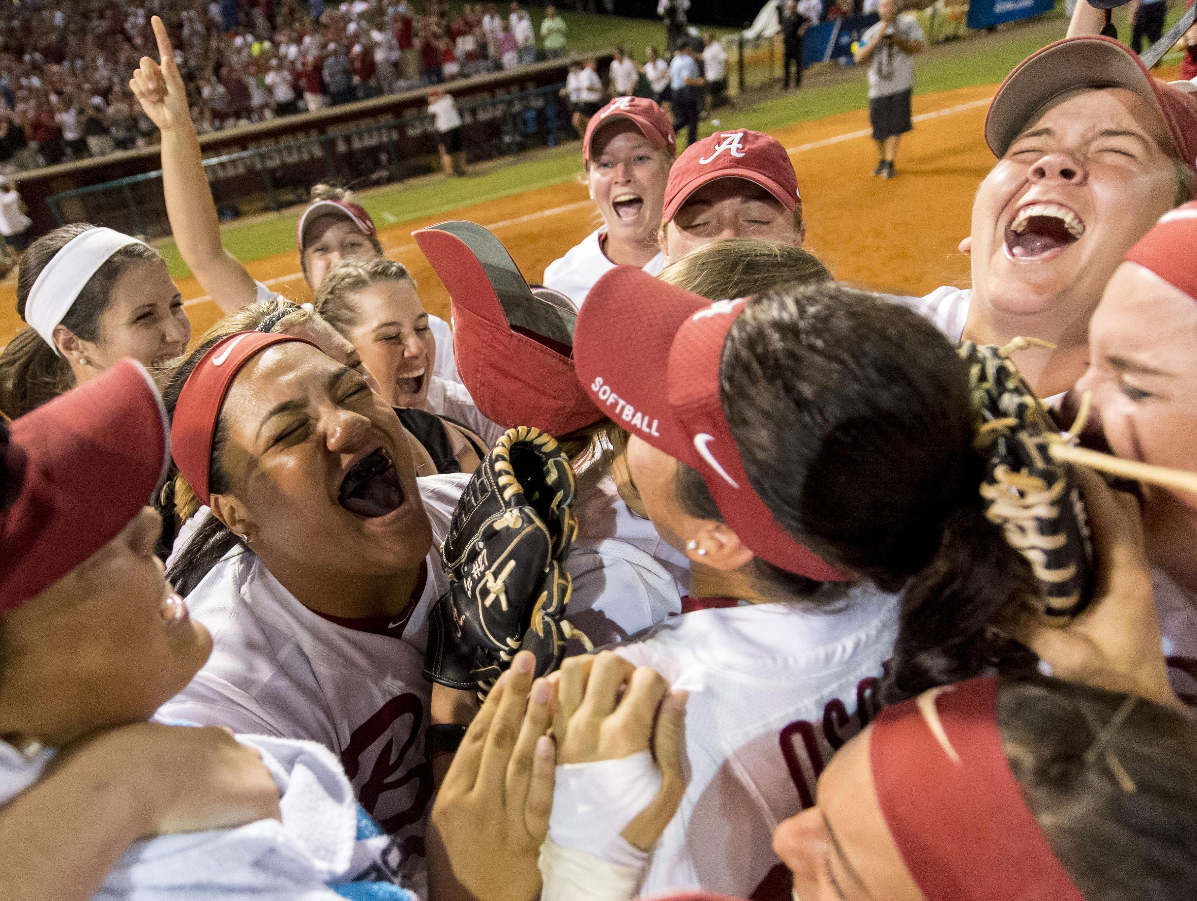 Florida seeks softball title repeat