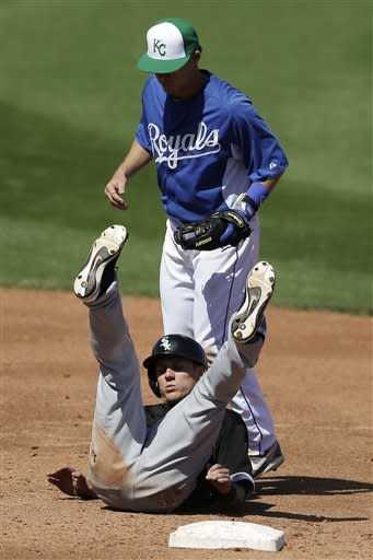 Luis Mendoza helps Royals rout White Sox 10-0