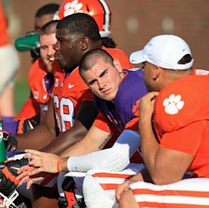 Dismissed Clemson QB Kelly apologizes