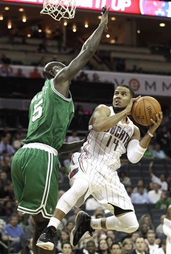 Pierce scores 36 as Celtics beat Bobcats 102-95