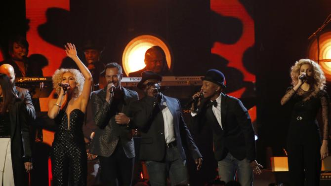 The Roots, Little Big Town, Black Thought, Williams and Kelly, perform a medley at the 2016 MusiCares Person of the Year gala in Los Angeles