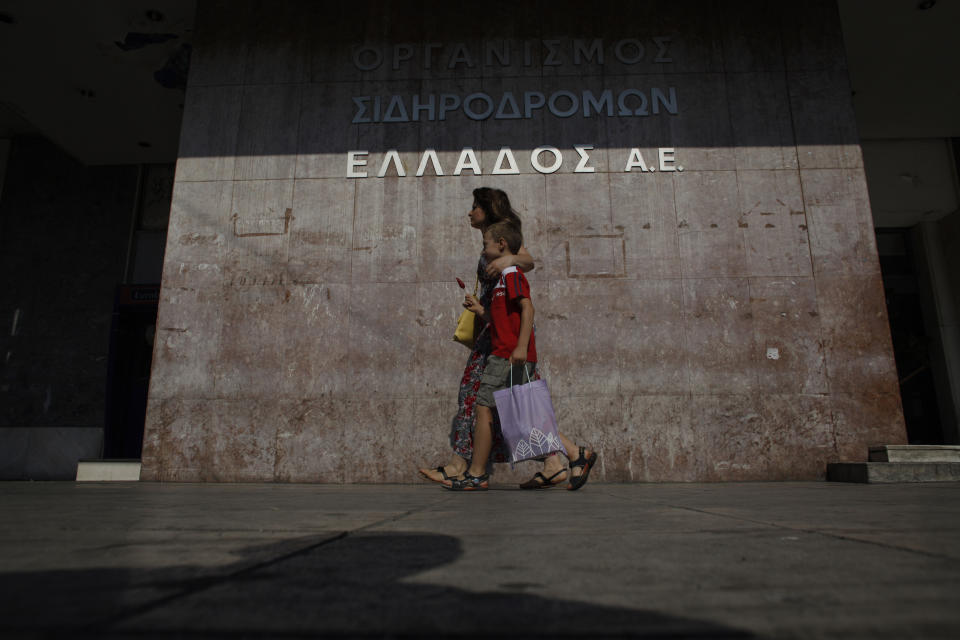 Greece faces general strike over state job cuts