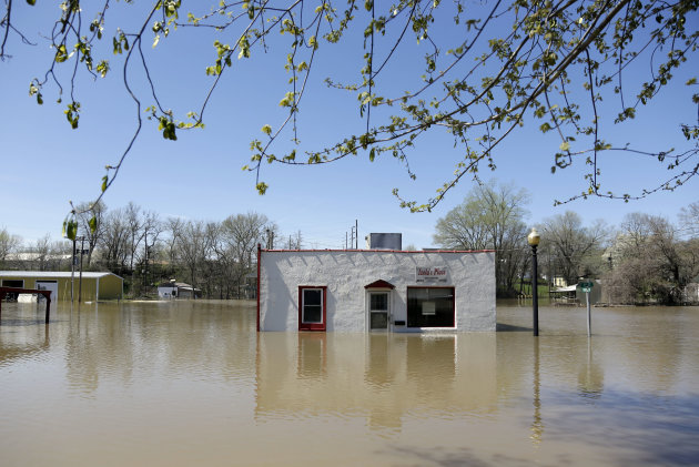A restaurant sits surrounded by floodwater Saturday, April 20, 2013, in Louisiana, Mo. Communities along the Mississippi River and other rain-engorged waterways are waging feverish bids to hold back floodwaters that may soon approach record levels. (AP Photo/Jeff Roberson)