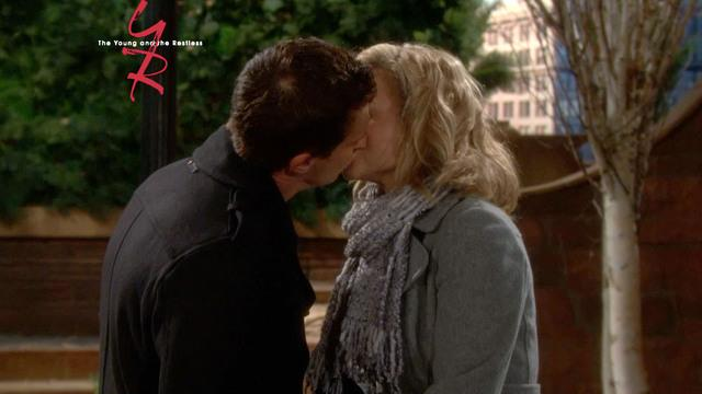 The Young and The Restless - Next On Y&R (12/4/2013)