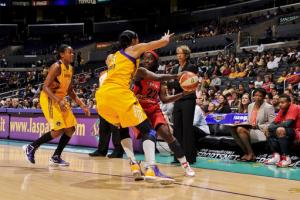 Ogwumike lifts Sparks to 5th straight home win