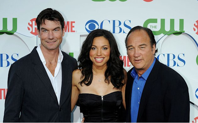"""The Defenders'"" Jerry O'Connell, Jurnee Smollett, and Jim Belushi arrive at the TCA Summer 2010 CBS/The CW/Showtime ""Star Party in the Tent"" on July 28, 2010 in Beverly Hills, California."