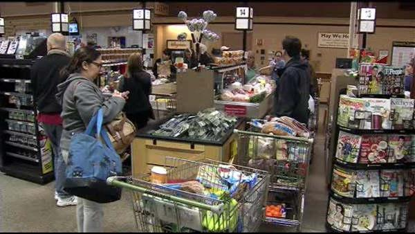 Supermarkets crowded with last minute shoppers