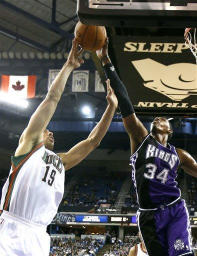 Ellis leads Bucks past Kings, 115-113