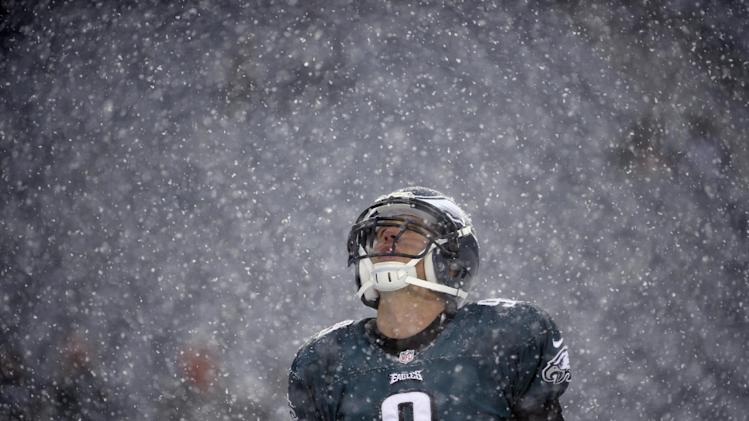 Philadelphia Eagles' Nick Foles warms up as snow falls before an NFL football game against the Detroit Lions, Sunday, Dec. 8, 2013, in Philadelphia. (AP Photo/Matt Rourke)