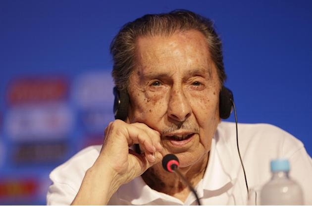 Former soccer great and World Cup winner Alcides Ghiggia of Uruguay speaks during a press conference one day before the draw for the 2014 soccer World Cup in Costa do Sauipe near Salvador, Brazil, Thu