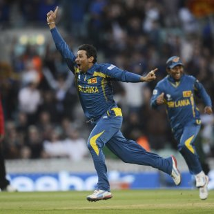 Sri Lanka in semifinal after Australia scare