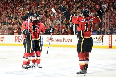 Flames overwhelm Canucks in Game 3 to take 2-1 series lead
