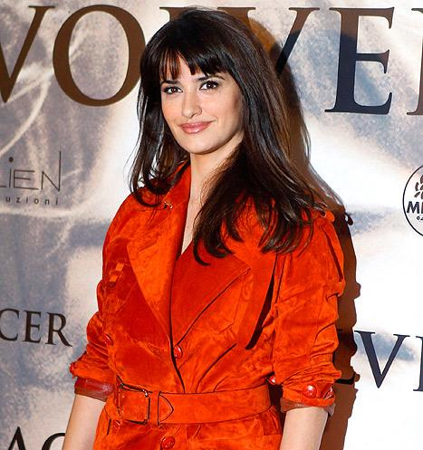 "Penelope Cruz ""Is Not in Talks to Be a Bond Girl"""