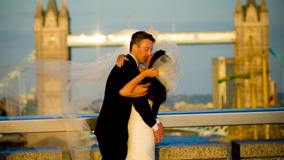 Photographer Searches for Mystery Couple After Wedding Photo Goes Viral